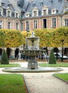 Paris Deluxe Rentals - Place des Vosges