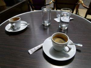 800px-Café_en_terrasse