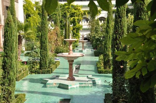 Fountains and courtyard garden in Grande Mosquée de Paris